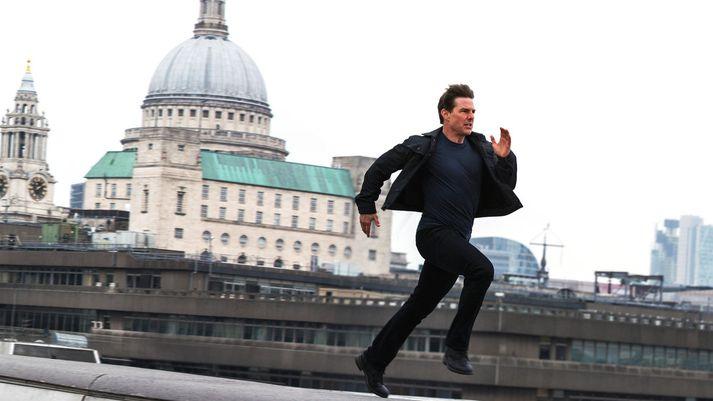 Tom Cruise kann ekki að hlaupa eins og hann hefur sýnt og sannað átakanlega oft í myndum sínum. Hins vegar er víst búið að sýna fram á með rökum að myndir hans ganga aldrei betur en þegar hann tekur sprettinn í þeim.