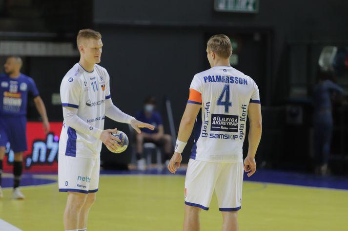 Aron Pálmarsson, fyrirliði (t.h.) og Ýmir Örn Gíslason í leik kvöldsins.