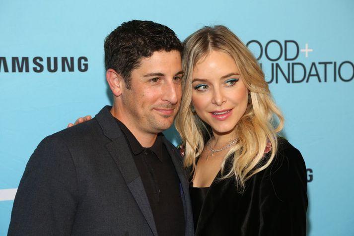 Jason Biggs og Jenny Mollen gengu í hjónaband árið 2008, en þau kynntust við tökur á myndinni My Best Friend's Girl.