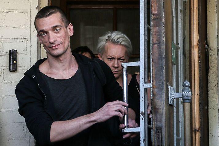 Petr Pavlensky gat sér frægðar fyrir að kveikja í inngangi byggingar FSB, leyniþjónustu Rússands, árið 2015.