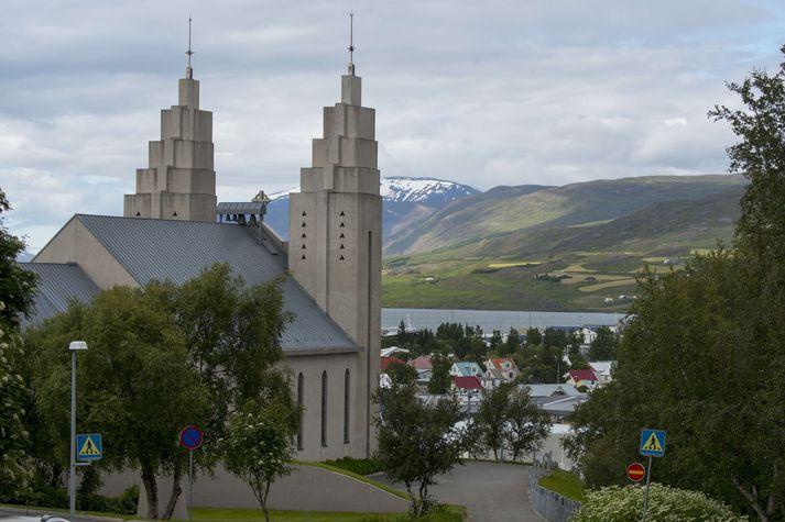 Sigurhæðir, hús Matthíasar Jochumssonar, þjóðskálds, stendur skammt frá Akureyrarkirkju.