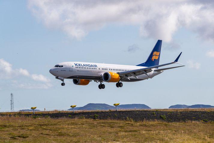 Vél Icelandair lendir á Keflavíkurflugvelli.