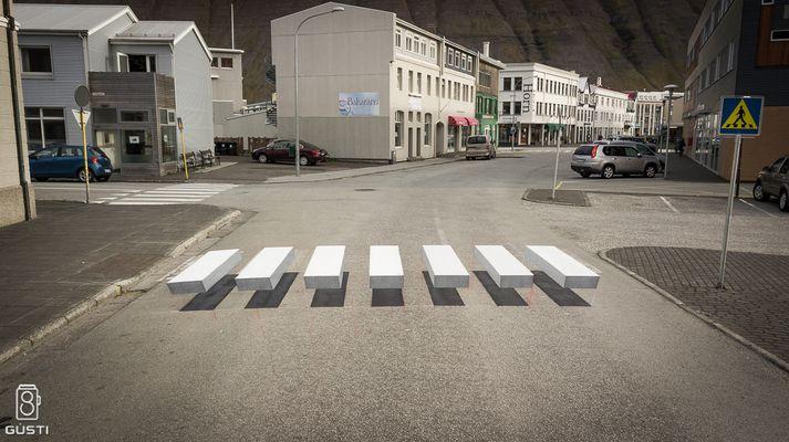 Þrívíddargangbrautin í Hafnarstræti á Ísafirði.