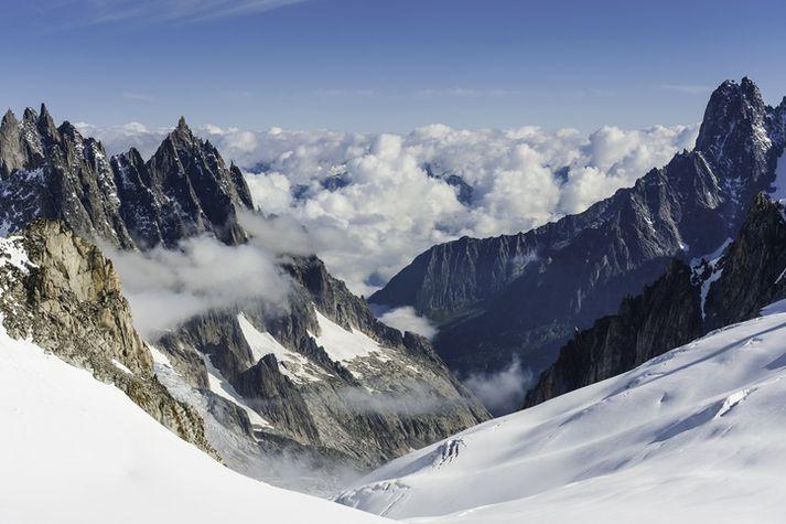 Í Mont Blanc fjalllendinu í Ölpunum eru ellefu tindar sem eru hærri en 4.000 metrar.