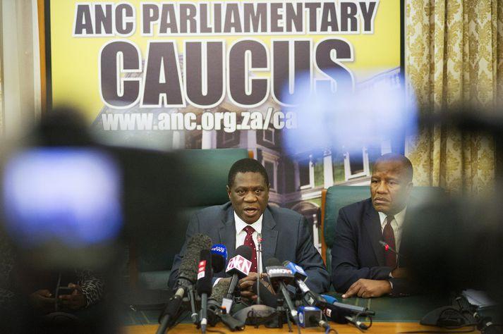 Paul Mashatile, gjaldkeri ANC, á blaðamannafundi gærdagsins.