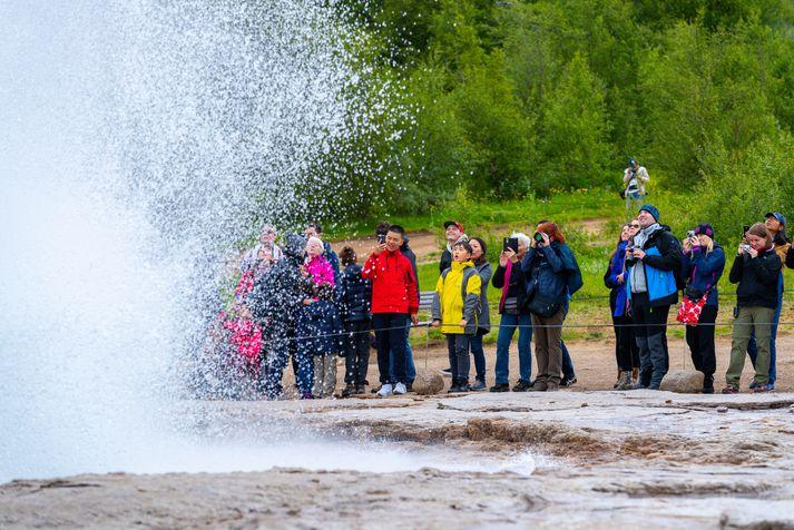 Það getur verið hagkvæmt fyrir bandaríska ferðamenn að fljúga til Íslands.