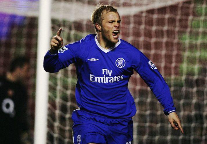 Eiður Smári Guðjohnsen fagnar marki með Chelsea á móti Arsenal á Highbury í desember 2004.