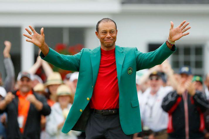 Tiger Woods í græna jakkanum.