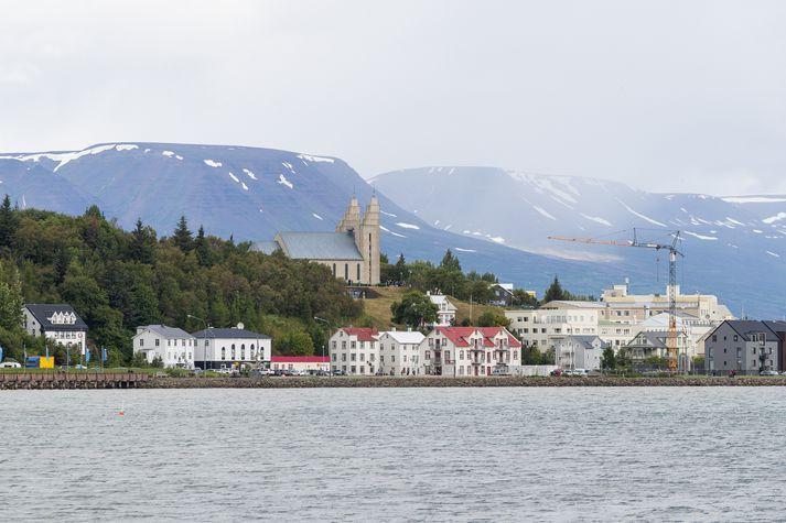 Lögreglan á Norðurlandi eystra brýnir fyrir fólki að læsa húsum sínum.