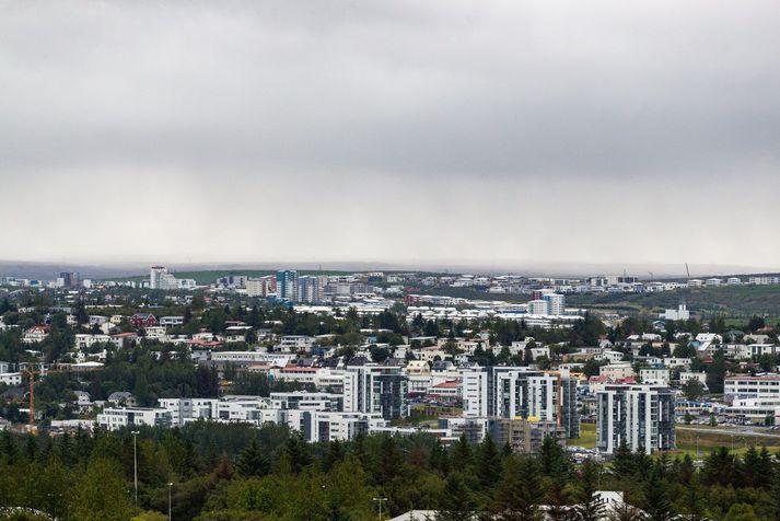 Hiti á landinu verður á bilinu sjö til fimmtán stig.
