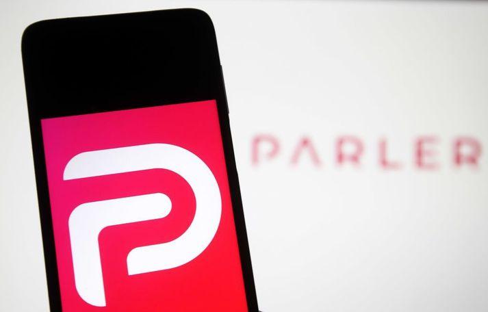 Um helgina var Parler fjarlægt bæði út af appverslunum Apple og Google.
