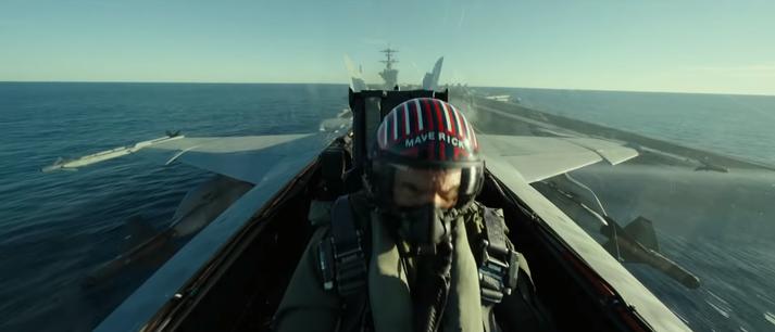 Tom Cruise fer með aðalhlutverk í myndinni.