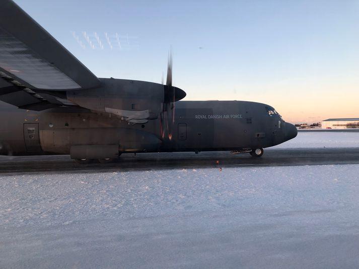 Danska herflugvélin á Reykjavíkurflugvelli rétt fyrir klukkan tólf í dag.