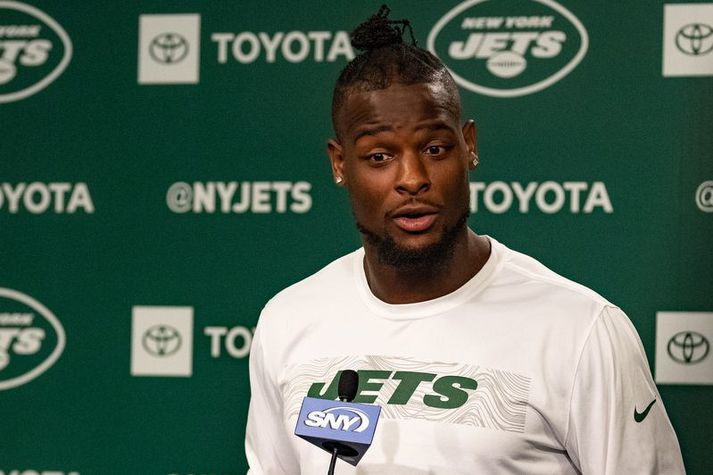 Le'Veon Bell þarf ekki að kvarta mikið yfir launum sem hann fékk frá New York Jets þótt að tækifærin inn á vellinum hafi oft verið furðuleg.