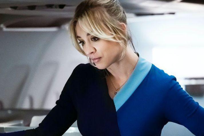Kaley Cuoco leikur aðalhlutverkið í þáttunum Flight Attendant. Hún gæti verið á leið til Íslands.