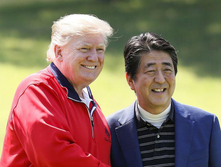 Heimsókn Trump í Japan hófst á golfhring með Abe forsætisráðherra.