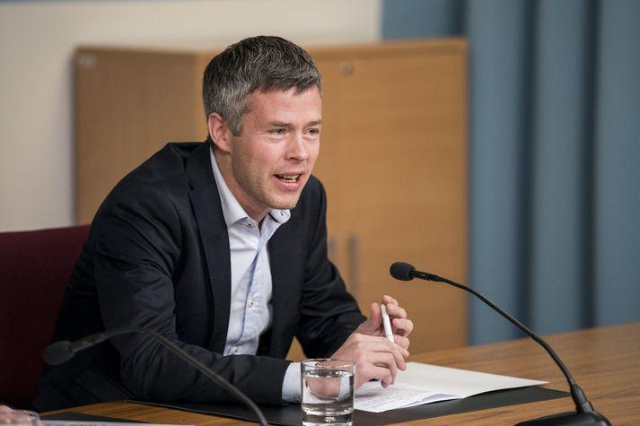 Eiríkur Jónsson, prófessor við lagadeild HÍ, var einn fjögurra sem Sigríður Á. Andersen tók af lista dómnefndar.