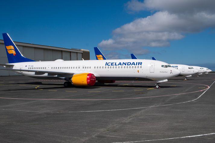 Fjórar Boeing 737 MAX-þotur Icelandair hafa staðið við eitt af gömlu flugskýlum Varnarliðsins á Keflavíkurflugvelli.
