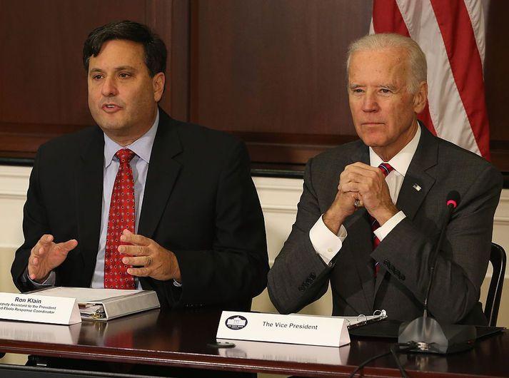 Ron Klain sést hér með Joe Biden. Þeir eru nánir samstarfsmenn til fjölda ára.