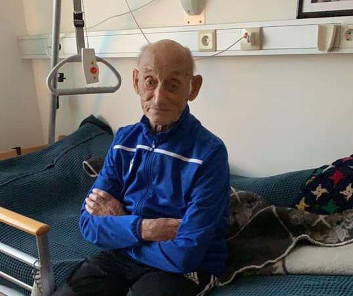 Stefán Þorleifsson, 104 ára, hélt eigið heimili þar til fyrir nokkrum vikum, þegar hann flutti á hjúkrunardeild Heilbrigðisstofnunar Austurlands í Neskaupstað. Þar unir hann sér vel.