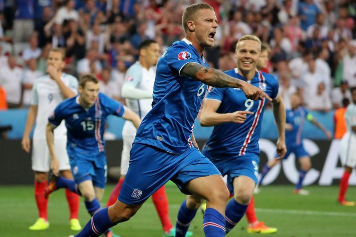 Ragnar Sigurðsson fagnar marki sínu á móti Englandi á EM en hann var einn af sex markaskorurum íslenska liðsins á mótinu.