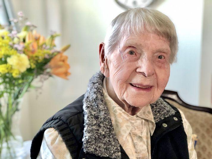Dóra Ólafsdóttir er elsti núlifandi Íslendingurinn en hún á 108 ára afmæli í dag.