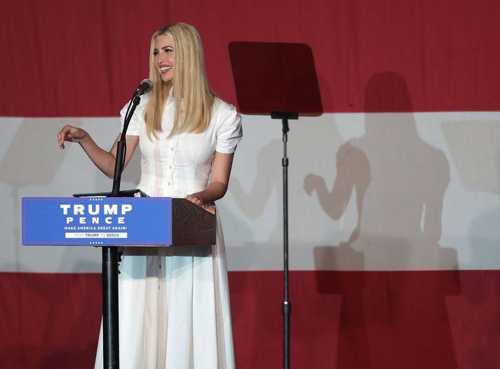Ivanka Trump var einn stjórnenda Trump-fyrirtækisins sem greiddi öðru fyrirtæki hennar fyrir ráðgjafarstörf. Trump-fyrirtækið lækkaði skattbyrði sína með því að afskrifa ráðgjafargreiðslurnar sem rekstrarkostnað.