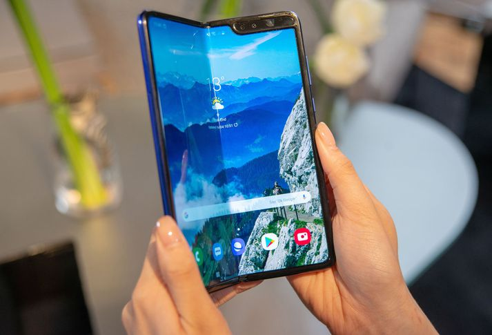 Fallegur en brothættur Samsung Galaxy Fold.