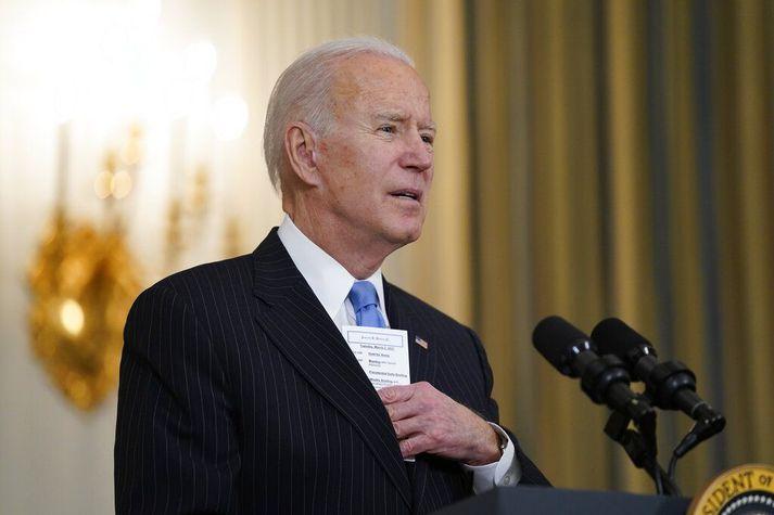 Joe Biden, Bandaríkjaforseti, ræðir við fréttamenn í Hvíta húsinu um bóluefni í dag.