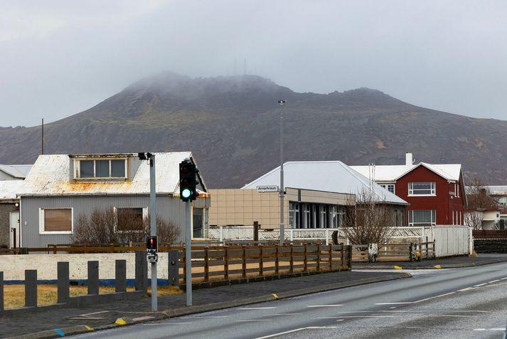Grindvíkingar búa ekki aðeins við jarðskjálftahrinu og kvikuhreyfingar heldur er nú rafmagnslauast í bænum.