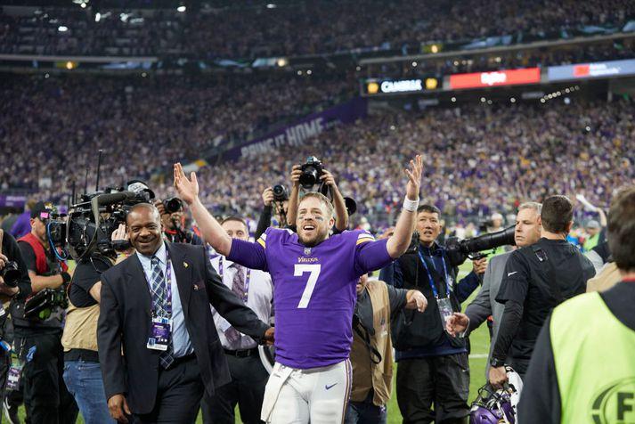 """Keenum var ótrúlegur hjá Vikings og """"Minnesota Miracle"""" gegn New Orleans Saints mun aldrei gleymast. Hann fagnar hér eftir þann ótrúlega leik."""