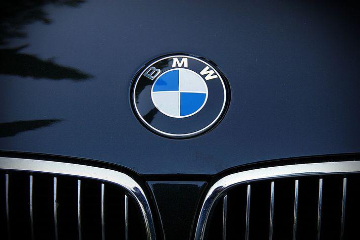 Sala BMW í fyrra var 2,09 milljónir bíla en Benz 2,29 milljónir.