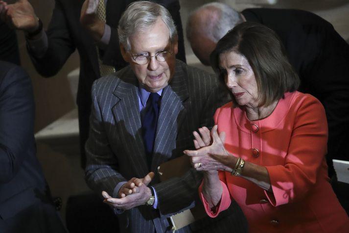 Mitch McConnell og Nancy Pelosi.