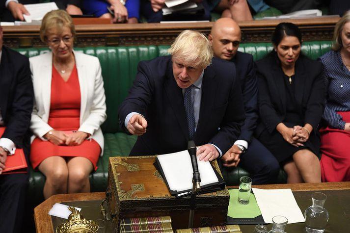 Hart er sótt að Boris Johnson, forsætisráðherra Bretlands.