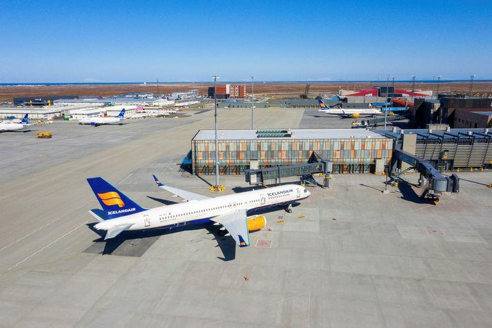 Icelandair Group seldi hótelstarfsemi sína á síðasta ári og hefur nú sett ferðaþjónustufyrirtækið Iceland Travel í sölu. Stefna félagsins er að einbeita sér að flugstarfsemi.