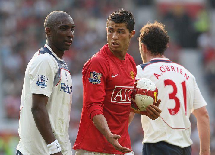 Samuel í leik með Bolton gegn Man Utd.
