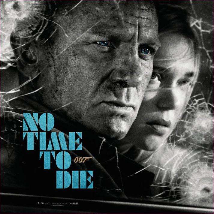 Daniel Craig fer með hlutverk Bond en Madeleine Swann fer með hlutverk Léu Seydoux.