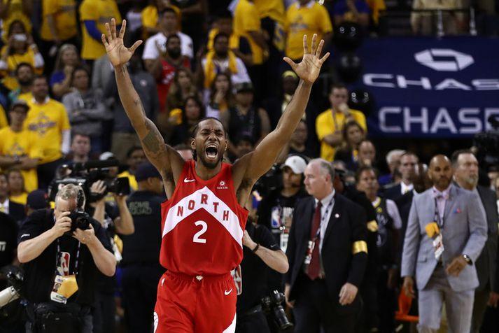 Kawhi Leonard fagnar NBA-titlinum með Toronto Raptors fyrr í þessum mánuði.