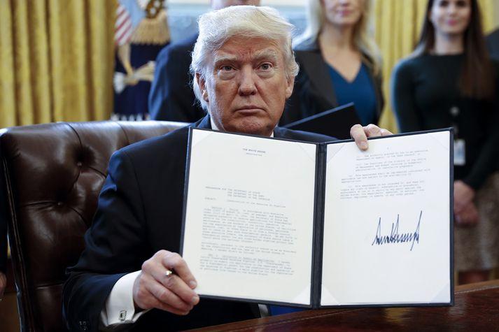 Trump skrifaði undir tilskipun um Keystone XL-olíuleiðsluna þegar á öðrum degi sínum í embætti forseta.