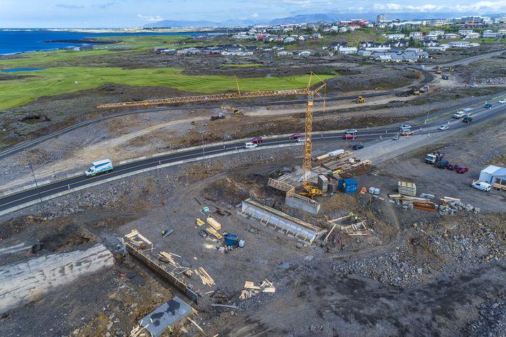 Í tilkynningu frá bænum segir að mikil uppsöfnuð þörf sé á verulegum úrbótum við Reykjanesbraut innan Hafnarfjarðar.