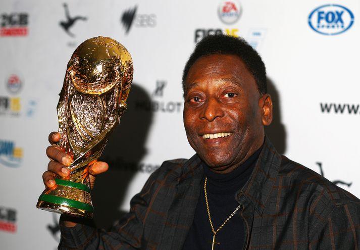 Pelé varð þrisvar sinnum heimsmeistari með brasilíska landsliðinu.