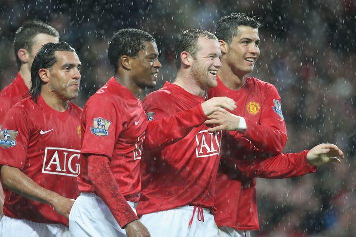 Tevez valdi þá Wayne Rooney, Patrice Evra og Cristiano Ronaldo alla í draumalið sitt.