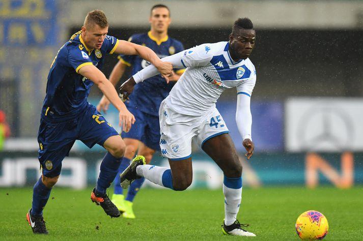 Balotelli varð fyrir kynþáttafordómum gegn Verona en skoraði svo fyrir framan rasistana.