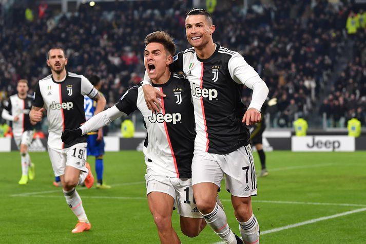 Ronaldo fagnar síðara marki sínu í kvöld sem Dybala lagði upp.