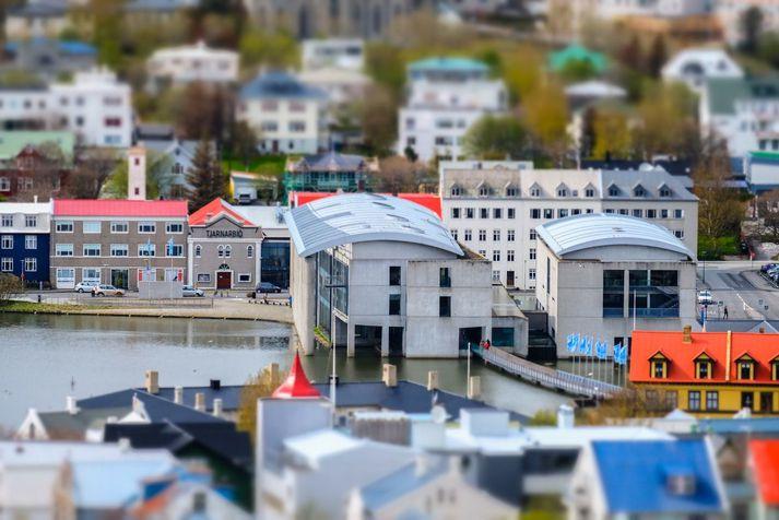 Neyðarúrræðið er á vegum Reykjavíkurborgar og félagsmálaráðuneytisins og er rekið með fjárframlagi frá félagsmálaráðuneytinu. Það er opið konum alls staðar að af landinu.