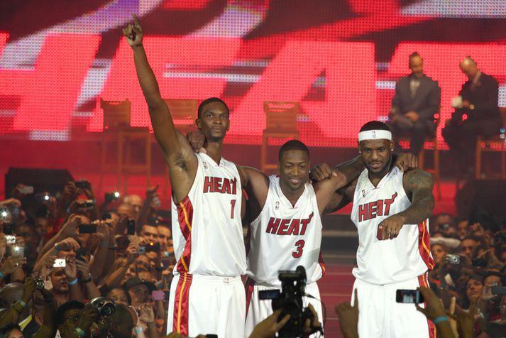 """LeBron James, Dwyane Wade og Chris Bosh á """"sigurhátíðinni"""" sinni í júlí 2010."""
