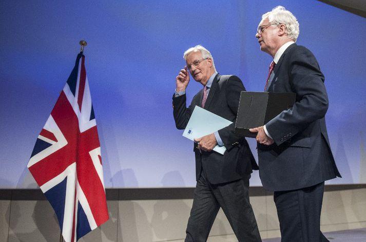 David Davis, sem fer fyrir samninganefnd Bretlands, og Michel Barnier, helsti samningamaður Evrópusambandsins, í Brussel í dag.