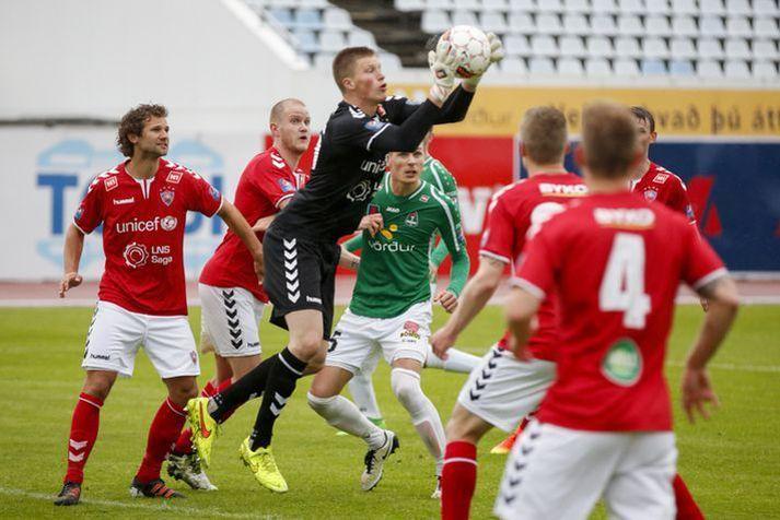 Anton Ari í leik með Val gegn Breiðablik á sínum tíma.