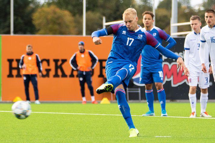 Sveinn Aron í leik með íslenska U21 árs landsliðinu.