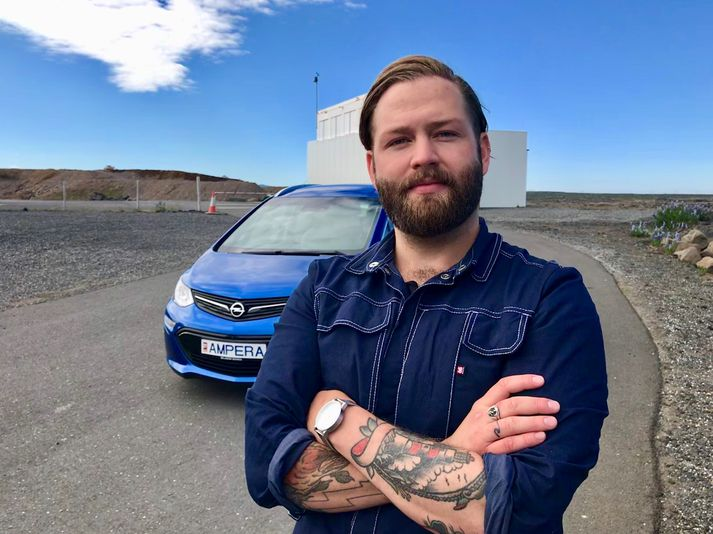 Binni Löve prófar Opel Ampera-e